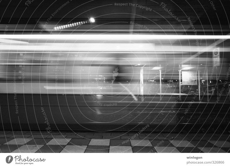 U-Bahn Stadt weiß schwarz Straße Bewegung Zeit Verkehr Geschwindigkeit Technik & Technologie fahren Wissenschaften lang Verkehrswege Dienstleistungsgewerbe