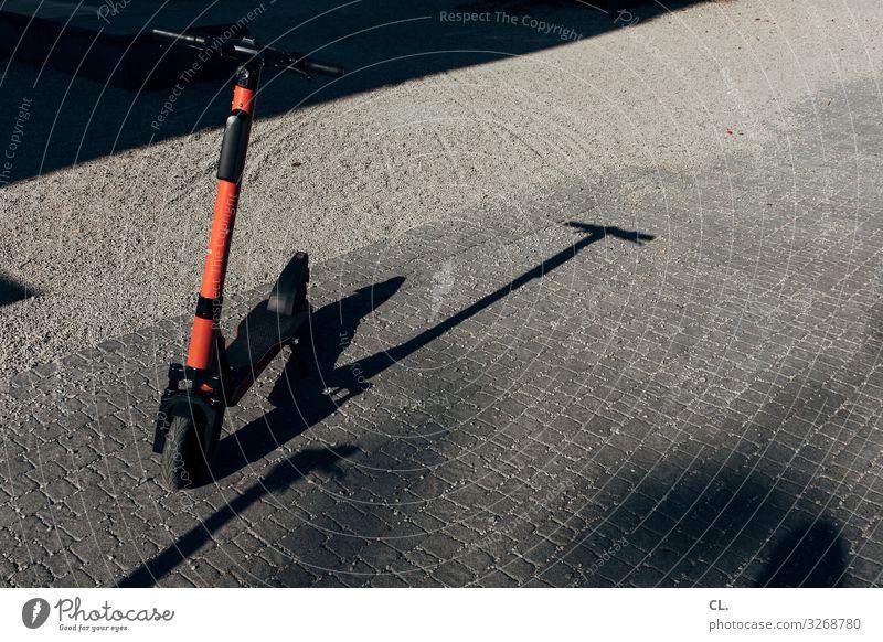 roller Verkehr Verkehrsmittel Verkehrswege Straßenverkehr Wege & Pfade Fahrzeug Fortschritt Freiheit einzigartig innovativ Mobilität Tretroller e-scooter