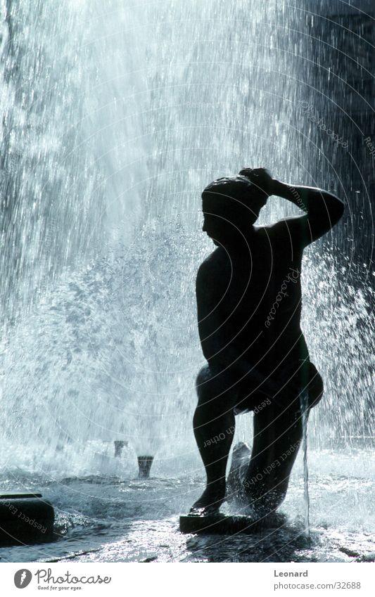 Springbrunnen Skulptur Frau Statue springen Handwerk Wasserfall Silhouette wasserjet fountain water woman sculpture
