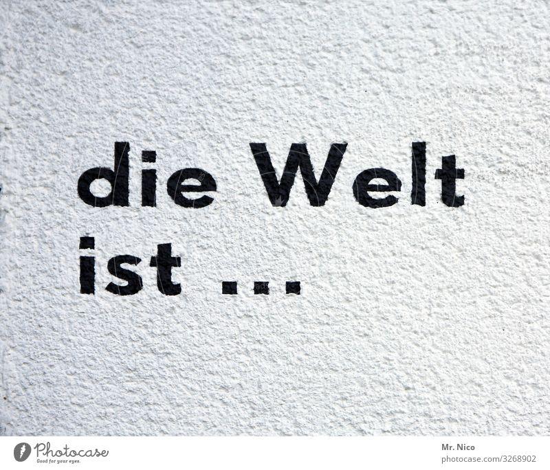 die Welt ist ... Schriftzeichen schwarz weiß Sprichwort Text Erde Putzfassade Redewendung Scheibe rund Dorf Buchstaben Aufschrift Parole Graffiti