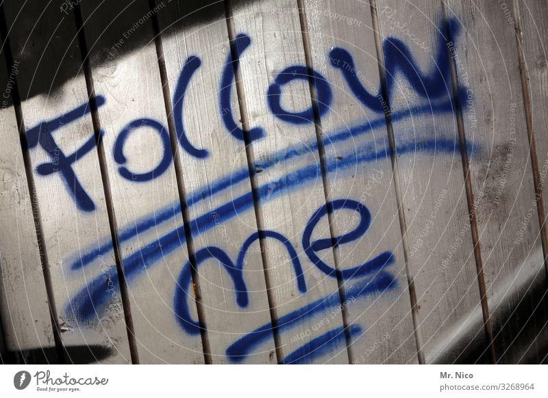 Follow me Zeichen Schriftzeichen blau folgend finden Suche Gesellschaft (Soziologie) Reaktionen u. Effekte geradeaus Orientierung orientierungslos
