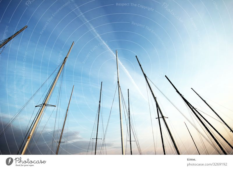 Abend im Hafen Himmel Wolken Schönes Wetter Schifffahrt Segelboot Segelschiff Mast Seil Zusammensein maritim Sympathie geduldig ruhig Leben ästhetisch entdecken