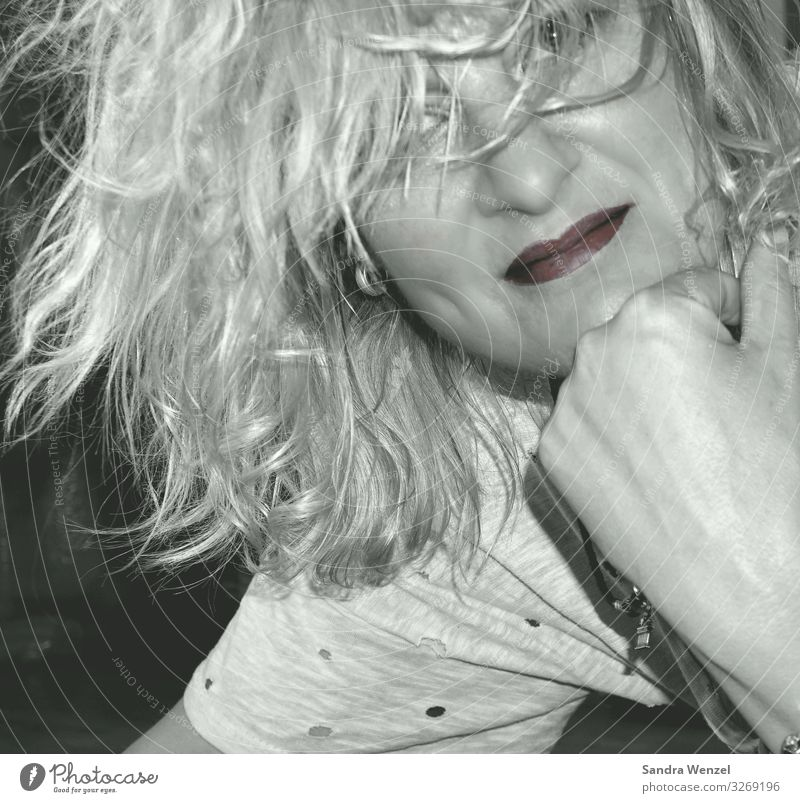 Sandra feminin Erwachsene Haut Kopf Haare & Frisuren Gesicht Auge Lippen 1 Mensch 30-45 Jahre blond langhaarig Locken Pony frech Freundlichkeit Fröhlichkeit