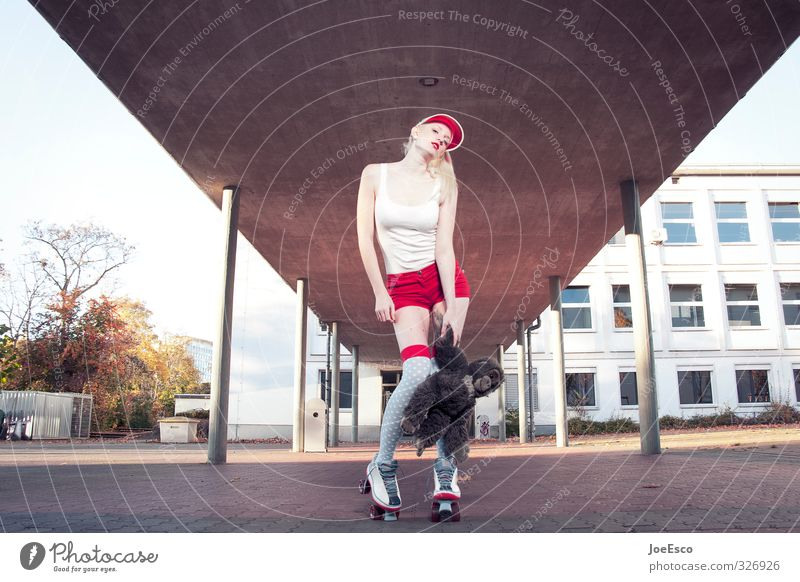 #326926 Lifestyle Stil Freizeit & Hobby Abenteuer Schule Schulhof Studium Frau Erwachsene Leben 18-30 Jahre Jugendliche Gebäude Architektur Mode Fitness stehen
