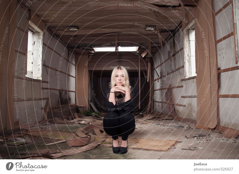 #326927 Mensch Frau Jugendliche schön Erholung Einsamkeit ruhig 18-30 Jahre dunkel Erwachsene Traurigkeit Stil außergewöhnlich Mode träumen Wohnung