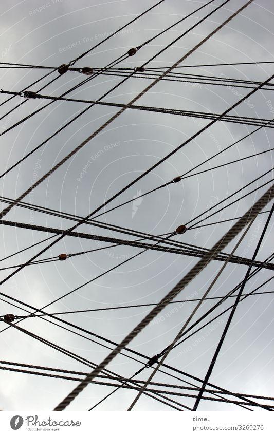 Seilschaften (II) Himmel Gewitterwolken Wetter Schifffahrt Segelboot Segelschiff An Bord diagonal Linie maritim Kraft Wachsamkeit Ausdauer standhaft