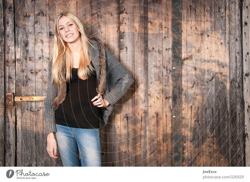 #326929 Freude Gesundheit Freizeit & Hobby Ferien & Urlaub & Reisen Abenteuer Schule Studium Junge Frau Jugendliche 1 Mensch Mode T-Shirt Jeanshose blond