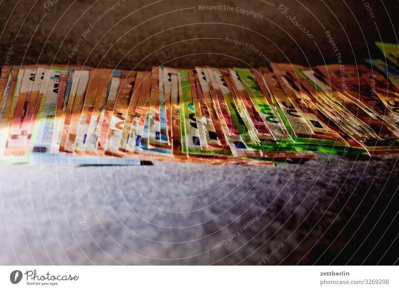 Geld Geldinstitut Bargeld bestechung bezahlen Einkommen Einnahme Euro Eurozeichen Kapitalwirtschaft Geldscheine korruption Papier Schwarzgeld Spielgeld Lenkrad
