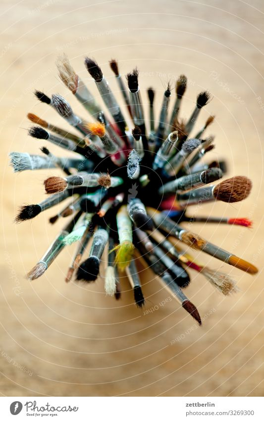Viele Pinsel Aquarell Grafik u. Illustration illustrieren Maler Gemälde Menschenmenge Schreibtisch Auswahl viele Werkzeug Zeichner Vogelperspektive
