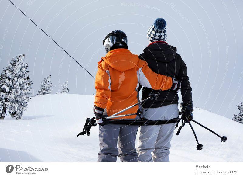 Schlepplift Frau Ferien & Urlaub & Reisen Mann blau Winter Berge u. Gebirge Erwachsene Schnee Europa Geschwindigkeit Alpen Skifahren Tanne Österreich horizontal