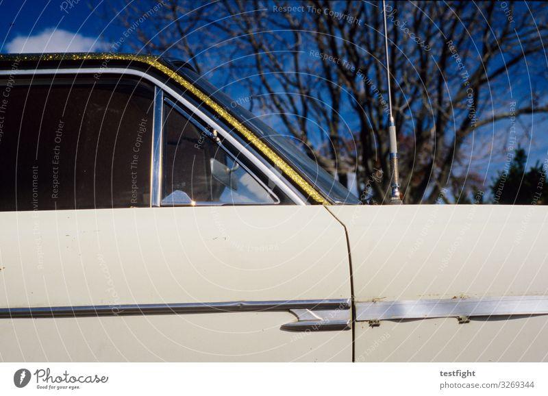 glitzer Schönes Wetter Fahrzeug PKW Oldtimer alt retro chevy Gold glänzend Glamour Farbfoto Außenaufnahme Licht Schatten Sonnenlicht Blick nach oben