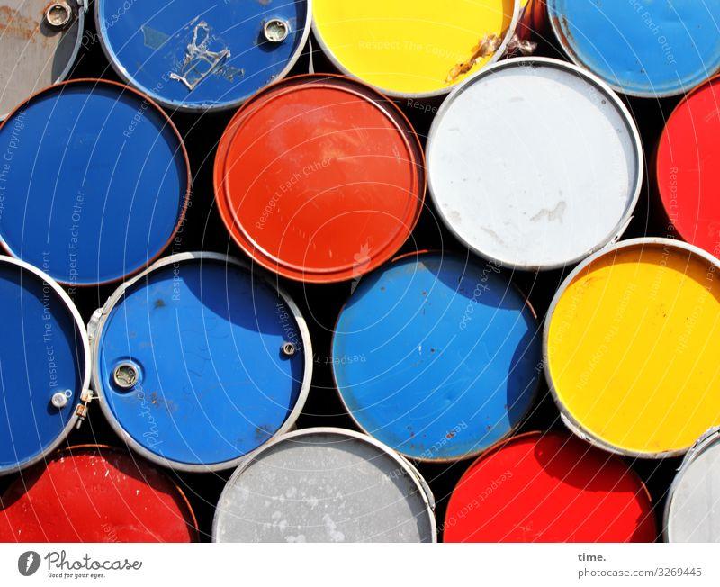 !Trash! 2019 | Endlagervorstufe Arbeitsplatz Fabrik Industrie Güterverkehr & Logistik Verpackung Dose Container Fass Metall liegen trashig blau mehrfarbig gelb