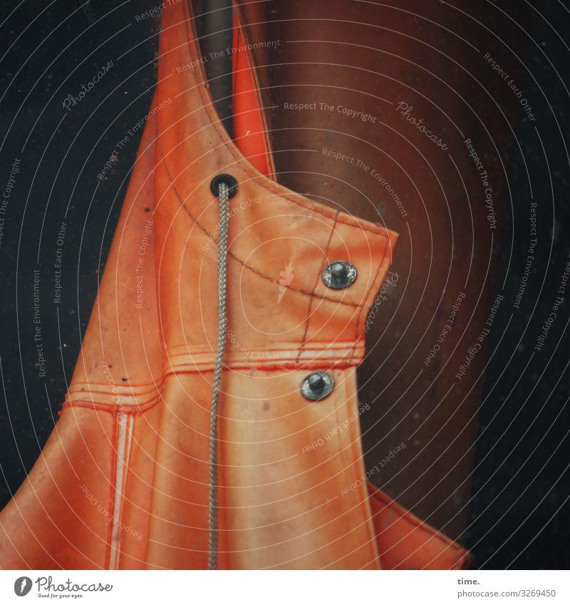 Fischerlatz ruhig dunkel orange Arbeit & Erwerbstätigkeit Stimmung Ordnung authentisch Bekleidung Schnur Pause Schutz Sicherheit Gelassenheit Kunststoff