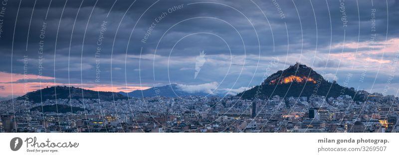Der Lykabettus-Hügel in Athen. Hauptstadt Europa mediterran Griechenland Attika Areopag Stadtbild Lycabettus-Hügel Wahrzeichen Großstadt Panorama panoramisch