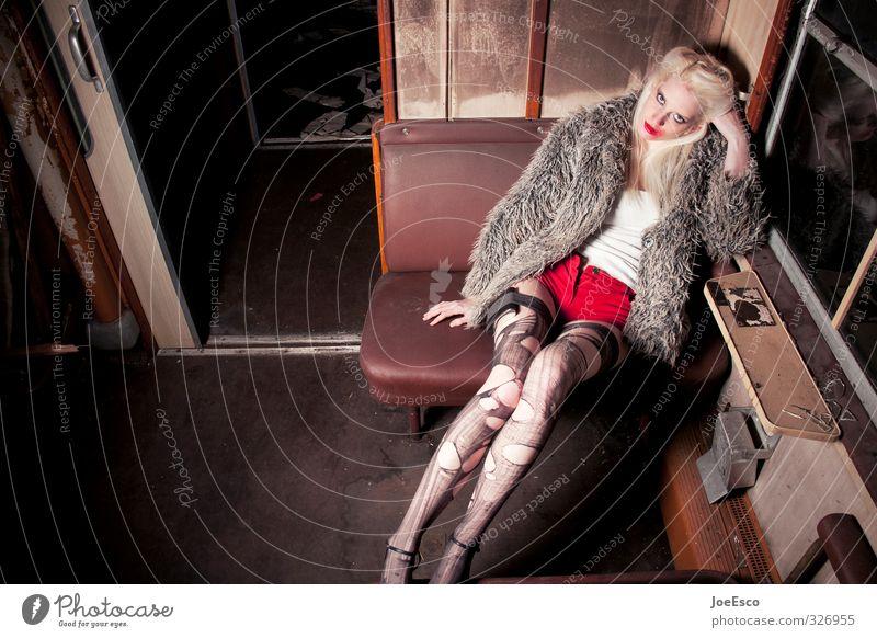 #326955 Stil Abenteuer Nachtleben ausgehen Feste & Feiern Frau Erwachsene Personenverkehr Bahnfahren Mode Strumpfhose träumen Traurigkeit außergewöhnlich