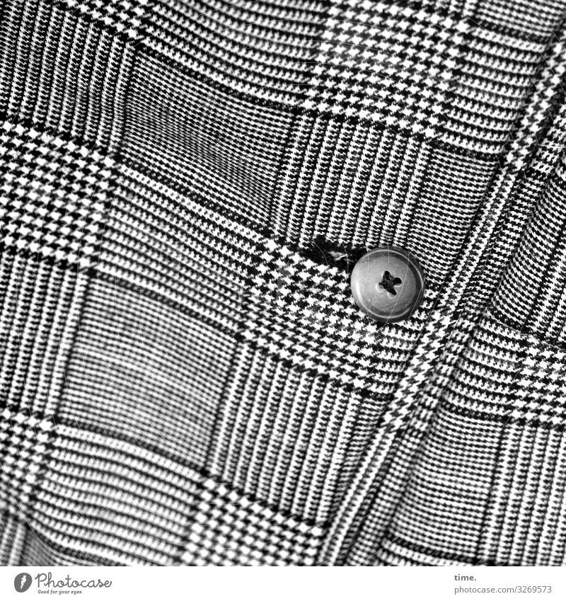 rund im Eck Hemd Stoff Knöpfe gewebt Falte Linie Streifen eckig sportlich Ordnungsliebe Design Inspiration Mode kariert Stil Schwarzweißfoto Außenaufnahme