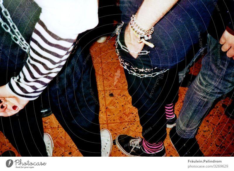 Cool Kids. Mensch Jugendliche Beine feminin Feste & Feiern Stil Paar Party Mode Zusammensein Freundschaft maskulin 13-18 Jahre Musik Tanzen Coolness