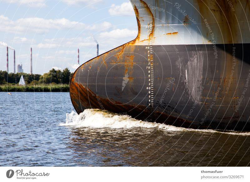 Schiffsbug, Containerschiff Industrie Handel Himmel Wolken Horizont Schönes Wetter Küste Ostsee Meer Schifffahrt fahren bedrohlich groß Klima Konkurrenz