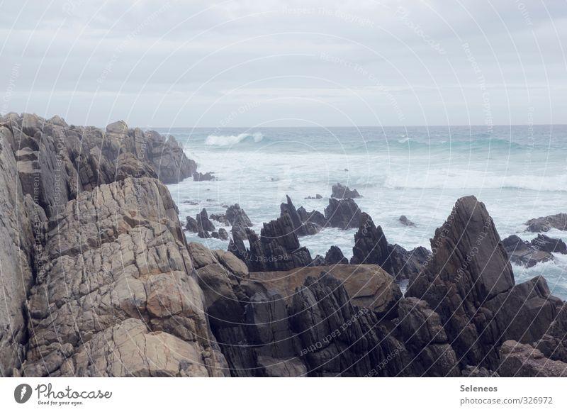Ecken und Kanten Himmel Natur Ferien & Urlaub & Reisen Wasser Meer Landschaft Wolken Ferne kalt Umwelt Küste natürlich Felsen Horizont Wellen Tourismus