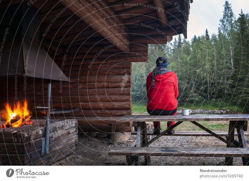Aktivurlaub Ferien & Urlaub & Reisen Ausflug Abenteuer Freiheit Camping wandern Mensch feminin Frau Erwachsene Natur Feuer Wetter Wald Hütte Bauwerk Gebäude
