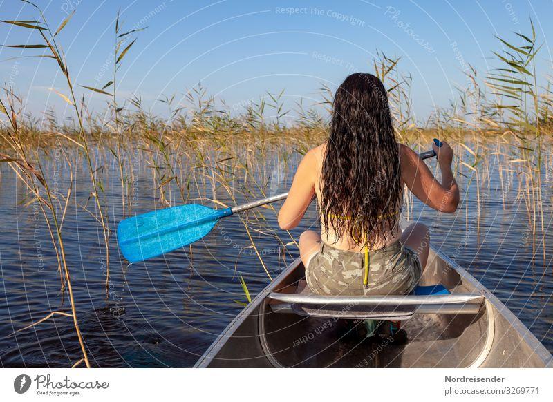 Mit dem Kanu durch den Sommer Frau Mensch Ferien & Urlaub & Reisen Natur Landschaft Gesundheit Erwachsene Leben feminin Sport Freiheit Mode Haare & Frisuren See
