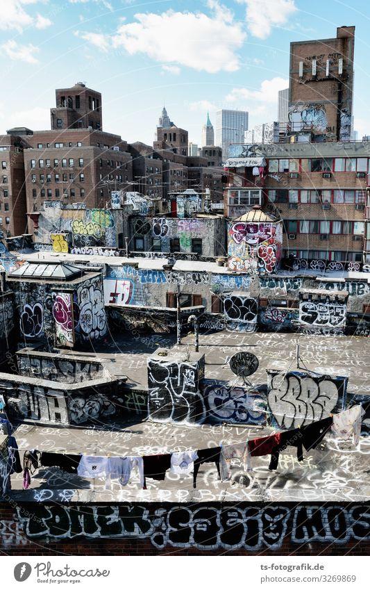 Die Rückseite von Manhattan Kunst Architektur Kultur Jugendkultur Subkultur New York City USA Stadtzentrum Skyline Haus Ruine Bauwerk Mauer Wand Dach Zeichen