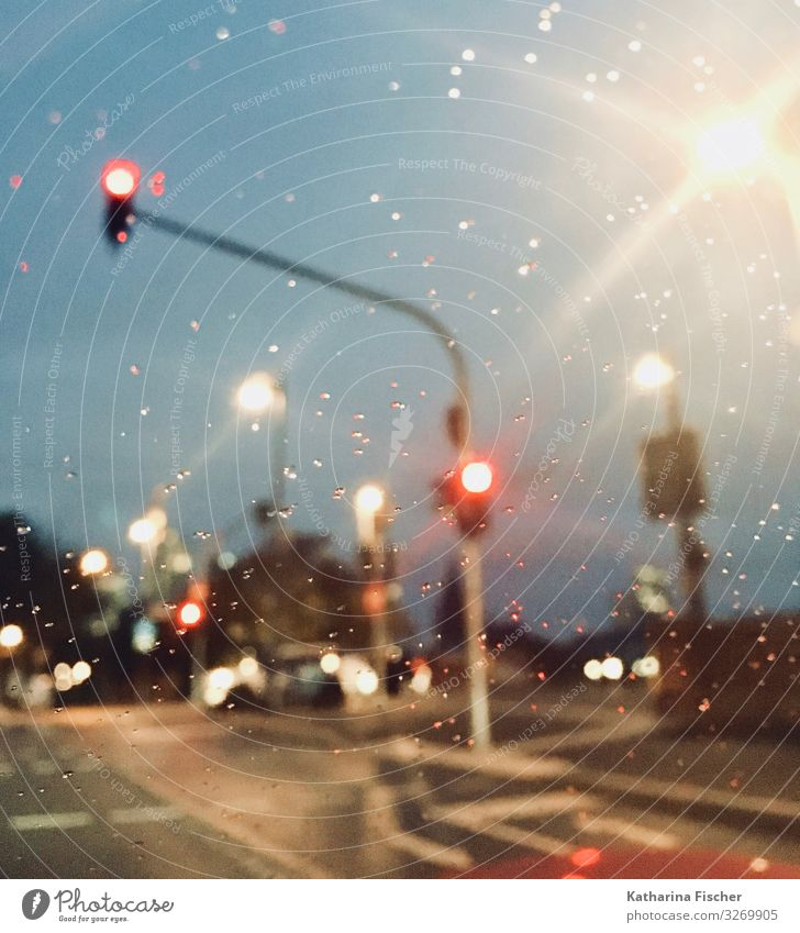 City FFM Stadt Stadtzentrum Verkehrswege Straßenverkehr Autofahren Straßenkreuzung Wege & Pfade Wegkreuzung Ampel Verkehrszeichen Verkehrsschild Fahrzeug PKW