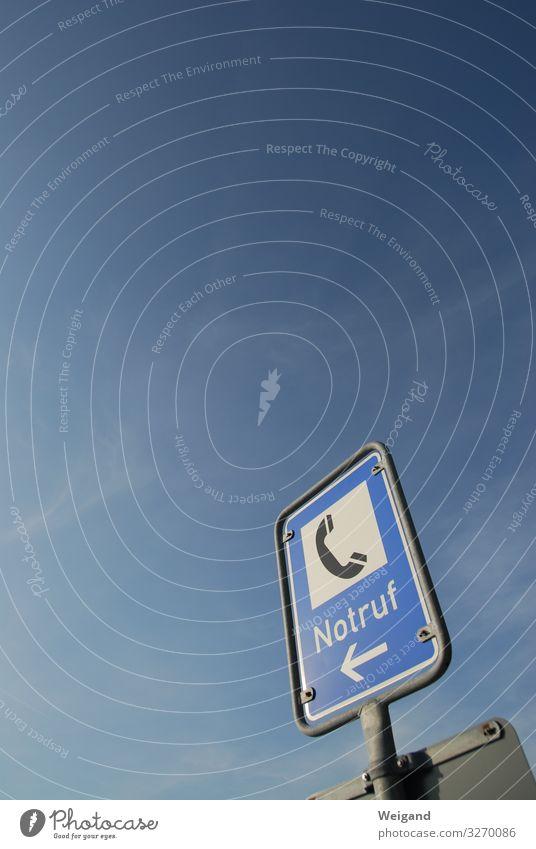 Notruf Verkehr Verkehrsmittel Verkehrswege Straßenverkehr Autofahren Verkehrsunfall Verkehrszeichen Verkehrsschild blau Hilfsbereitschaft Unfall Telefon