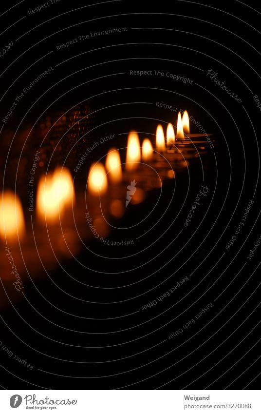 Kerzen Weihnachten & Advent gelb Traurigkeit Tod leuchten gold Kirche Feuer Schutz Sicherheit Trauer Glaube Wunsch heiß Rauch