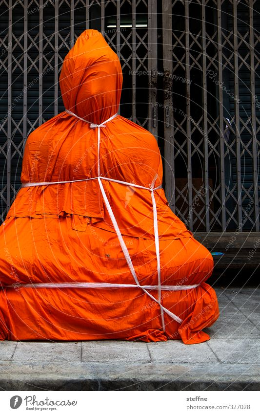 Christo verhüllt Dalai Lama 1 Mensch Bangkok Thailand Asien Südostasien außergewöhnlich Buddha Buddha Statue Buddhismus Souvenir Geschenk verpackt Fesselspiel