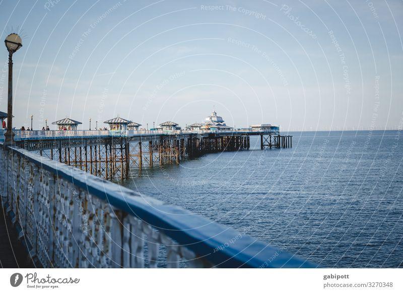 Llandudno Pier, Wales United Kingdom Great Britain Meer Küste Menschenleer Außenaufnahme Wasser Farbfoto Sonnenlicht Tag Schönes Wetter Sommer
