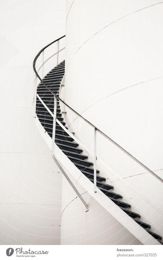 rechtsdrehend. Stadt weiß Wand Wege & Pfade Mauer grau Metall Fassade Treppe Kraft Energiewirtschaft Wachstum Perspektive Beginn Wandel & Veränderung