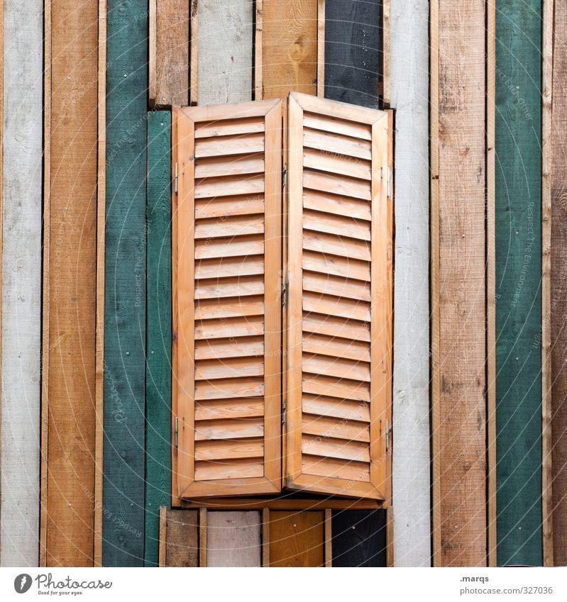 Zu Stil Häusliches Leben Wohnung Einfamilienhaus Mauer Wand Fenster Holz Linie Streifen einzigartig braun grün weiß Fensterladen geschlossen Farbfoto