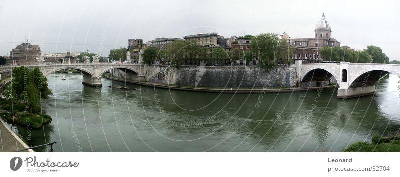 Brücken in Rom Anlegestelle Kuppeldach Gebäude Skulptur Wasserfahrzeug Baum Gras Stadt Tiber Italien Europa Fluss Dom Burg oder Schloss Himmel river bridge