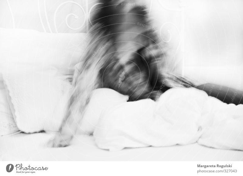 Nicht im Focus Stil Design Bett Schlafzimmer feminin Frau Erwachsene schlafen ästhetisch kuschlig modern Stimmung Liebe Leben aufwachen Müdigkeit