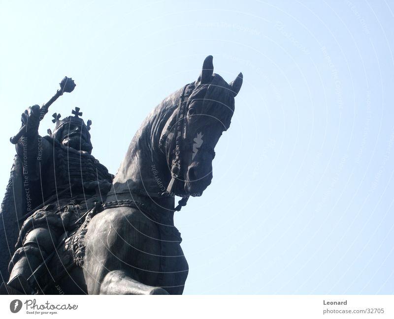 Reiter Krieger Mann Pferd Waffe Kunst Skulptur Rumänien Statue Handwerk König heilig Baumkrone warrior knight horse sculpture romania