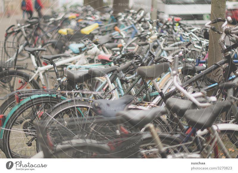 fahrradchaos Fahrrad Fahrradfahren Fahrräder chaotisch viele durcheinander parken vergessen Stadt Stadtleben Fahrrradstadt Karlsruhe Bahnhofsvirtel Bewegung