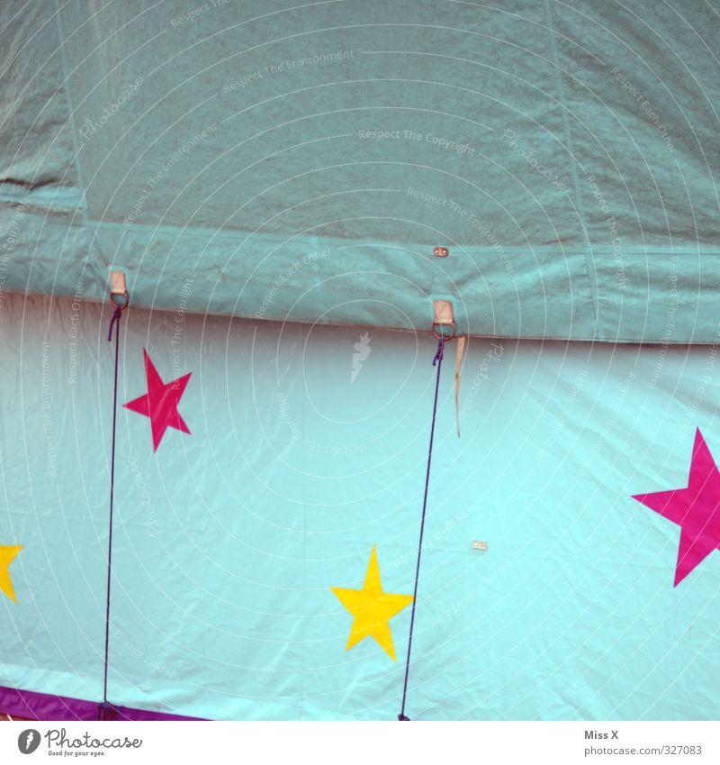 so ein Zirkus Jahrmarkt Zeichen mehrfarbig Zirkuszelt Stern (Symbol) Zirkuswagen Abdeckung Farbfoto Außenaufnahme Detailaufnahme Muster Menschenleer