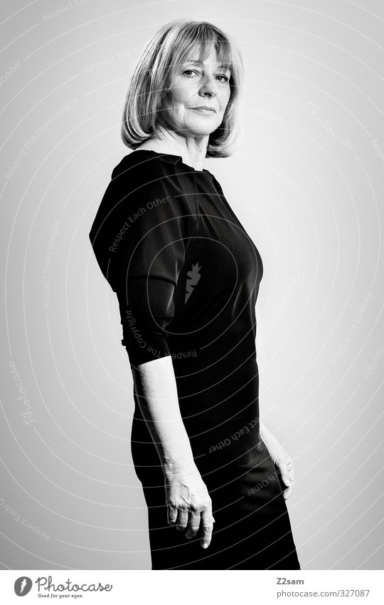 Miss K. Mensch Frau schwarz Erwachsene Senior feminin Stil Mode natürlich blond Kraft elegant stehen modern 45-60 Jahre Coolness
