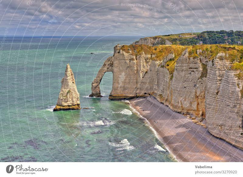 Kreidefelsen bei Etretat in der Normandie Kreideküste atlantik felsenbrücke felsenküste felsentor frankreich gewässer kliff landschaft meer natur ozean steil