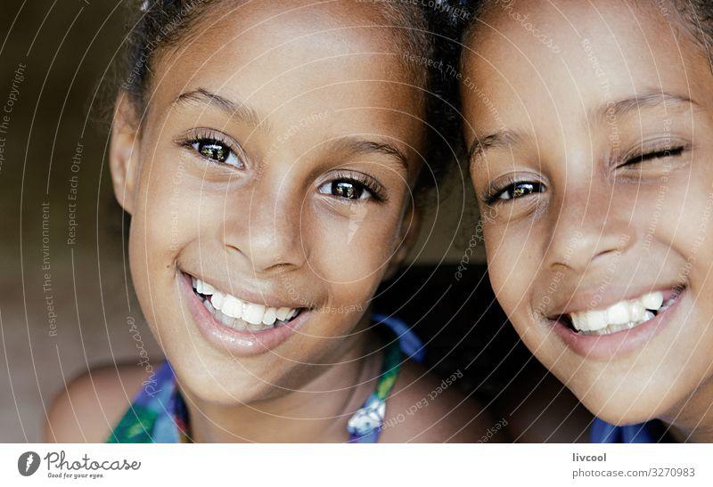 schöne zwillingsschwestern, kuba Lifestyle Stil Leben Spielen Ferien & Urlaub & Reisen Ausflug Insel Kind Mensch feminin Mädchen Schwester Kindheit Kopf Gesicht