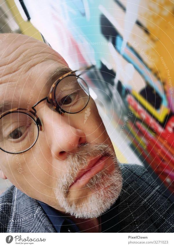 Wandlauscher Lifestyle Freude Glück Seniorenpflege Freizeit & Hobby Mensch maskulin Mann Erwachsene Kopf Gesicht 45-60 Jahre Mauer Fassade Blick Stimmung