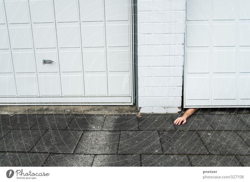 Der Arm Mensch maskulin Körper Arme Hand 1 18-30 Jahre Jugendliche Erwachsene Stadtzentrum Bauwerk Gebäude liegen Gefühle Angst Entsetzen Stress Verzweiflung