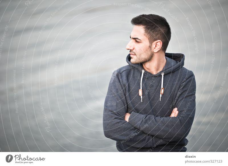 Whatever will be Mensch maskulin Junger Mann Jugendliche 1 18-30 Jahre Erwachsene Pullover Kapuzenpullover Blick stehen warten Coolness trendy schön