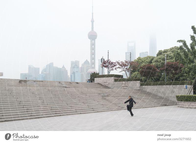 First Samurai Leben Meditation Yoga Tai Chi maskulin Mann Erwachsene 1 Mensch Park Shanghai China Treppe Oriental Pearl Tower Beton Bewegung Erholung Sport