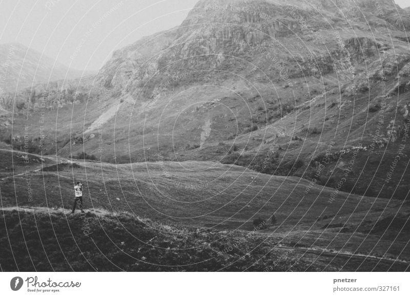 Tal der Tränen Mensch Natur Jugendliche Ferien & Urlaub & Reisen Landschaft Erwachsene Umwelt Ferne Junger Mann Berge u. Gebirge 18-30 Jahre Gefühle Freiheit