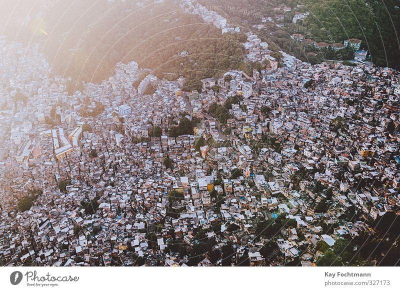 Luftbild Favela Rocinha Haus Außenaufnahme Farbfoto Stadt überbevölkert Rio de Janeiro Armut Tourismus Brasilien Häusliches Leben Hütte Wohnung Südamerika
