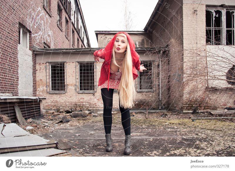 #327178 Stil Flirten Feste & Feiern Studium Frau Erwachsene Mensch Bauwerk Gebäude Mode blond langhaarig Kommunizieren frech frei Freundlichkeit Fröhlichkeit