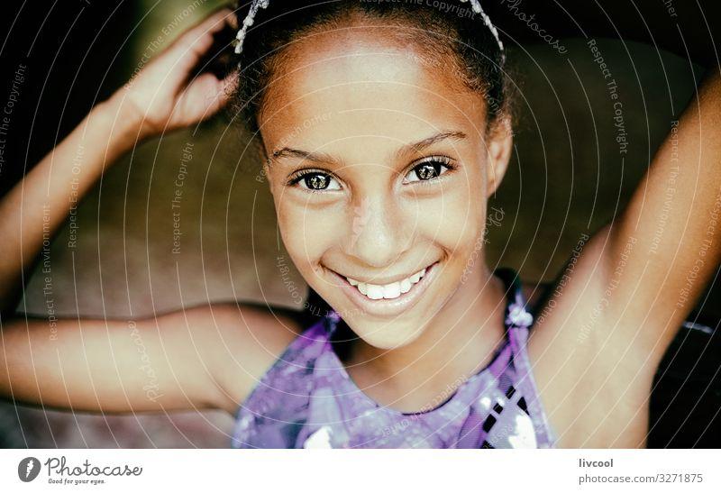 schönes und nettes kubanisches Mädchen II Lifestyle Stil Leben Spielen Ferien & Urlaub & Reisen Ausflug Insel Kind Mensch feminin Junge Frau Jugendliche
