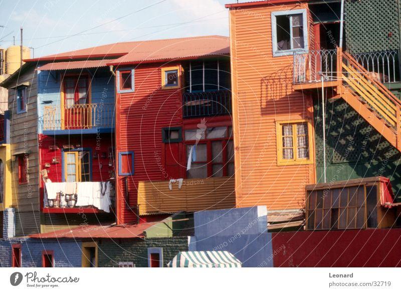 Farben an Barrio Boca, Buenos Aires Haus Völker Ethnologie Bauwerk Häuserzeile Architektur völkisch Treppe latinamerika argentina street color folk window